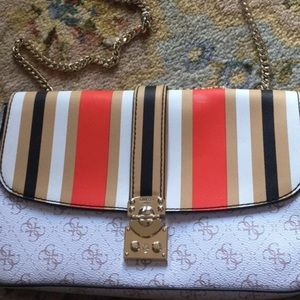 Multi patterned guess purse